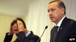 Премьер-министр Турции Реджеб Эрдоган (справа) и президент Сирии Башар Асад, Стамбул, 7 июня 2010