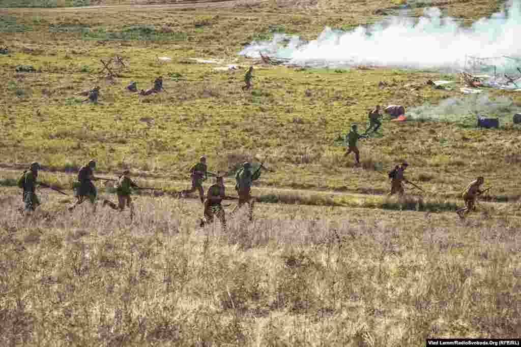 Наступ «радянських солдатів»