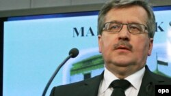 Acting president Bronislaw Komorowski said the accelerated date for the presidential election would be announced on April 21.