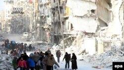 Мирные жители покидают разрушенные районы Алеппо