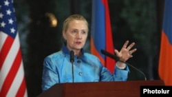 Armenia - U.S. Secretary of State Hillary Clinton at a news conference in Yerevan, 4Jun2012.
