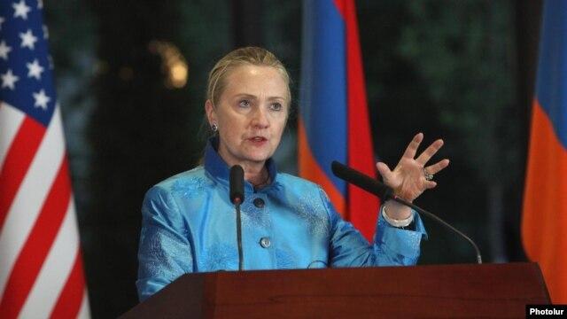 Armenia - U.S. Secretary of State Hillary Clinton at a news conference in Yerevan, 4Jun2012.