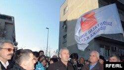Protesti radnika pred Vladom, Foto: Savo Prelević