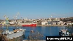 Вид на «Севморзавод» в Южной бухте Севастополя. 1 апреля 2017 года