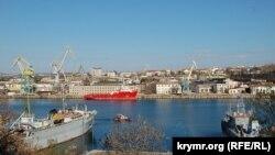 Вид на «Севморзавод» в Южной бухте Севастополя