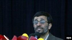 سال گذشته نيز، آقای احمدی نژاد، پيشنهاد يک مناظره تلويزيونی را با جرج بوش، مطرح کرد.