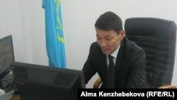 Жасөспірімдер үйі директоры Қанат Отыншиев, Алматы, 10 желтоқсан 2013 ж.