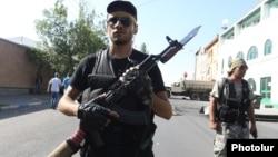 ՊՊԾ գնդի տարածքը գրաված զինված խմբի անդամներից երկուսը, Երևան, 23-ը հուլիսի, 2016թ․