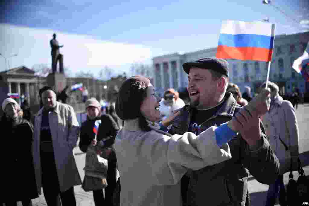 A man holds a Crimean flag outside the parliament building in central Simferopol on March 17 after the region declared independence from Ukraine following a referendum on March 16. (AFP/Dimitar Dilkoff)
