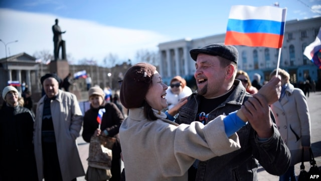 Ukraine -- People celebrate the results of a referendum of independence in central Simferopol, March 17, 2014