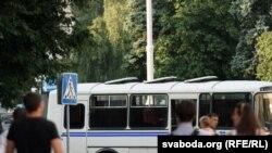 милицейский автобус на площади Якуба Коласа в Минске