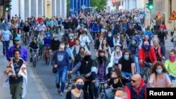 Хиляди словенци излязоха на протести срещу ограничаването на гражданските им свободи по време на извънредното положение заради коронавирусната епидемия