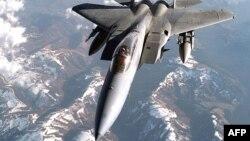 Американский истребитель F-15C Eagle.