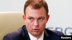 За словами Ковальчука, причиною його заяви на звільнення є «тиск і спроби втручання» в роботу компанії