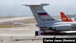 Российский самолёт в аэропорту Каракаса