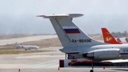 Российский самолет в международном аэропорту Каракаса 24 марта 2019 года