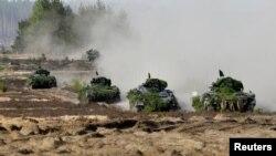 Німецькі бойові машини піхоти повертаються після тренувань на полігоні у Литві, 17 травня 2017 року