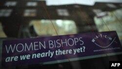 Наклейка на стекле лондонского автомобиля в поддержку права женщин получать епископский сан. Лондон, 19 ноября 2012 года.