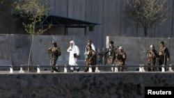 Представники сил безпеки Афганістану прибули на місце вибуху, Кабул, 12 квітня 2017 року