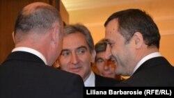Vlad Filat împreună cu noul premier Iurie Leancă la ceremonia de inaugurare a guvernului din 2013