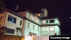 Будинок, у якому мешкає мер Львова Андрій Садовий, обстріляний невідомими 26 липня 2014 року
