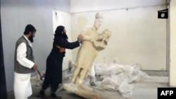 داعشي يحارب التاريخ