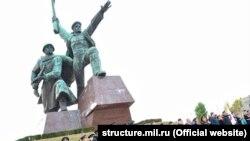 Памятник Матросу и Солдату в Севастополе