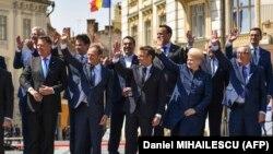 """Poza de """"familie"""" de la începutul summitului UE de la Sibiu, România, 9 mai 2019"""