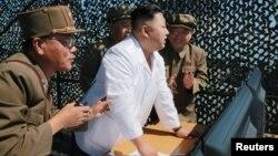 Ким Чен Ын ортодо.