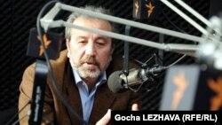 Վրաստան - Փորձագետ Կախա Գոգոլաշվիլին Թբիլիսիում հարցազրույց է տալիս «Ազատություն» ռադիոկայանի վրացական ծառայությանը, արխիվային լուսանկար