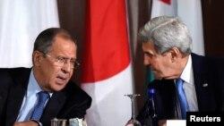 Nga një takim i mëparshëm i John Kerryt (djathtas) me Sergei Lavrovin