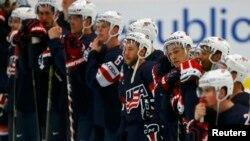 АҚШ құрамасының хоккейшілері.