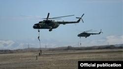 Вертолеты во время военных учений в Нагорном Карабахе, 13 ноября 2014 г.