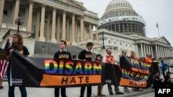 Акция протеста у здания конгресса США в Вашингтоне, 23 июня 2016 года.