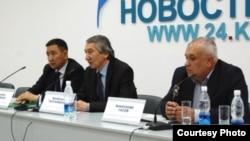 """""""Элдик парламенттин"""" лидерлери Бекболот Талгарбеков жана башкалар"""