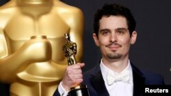 Дэмьен Шазелл, снявший «Ла-Ла Ленд», получил «Оскар» за лучшую режиссерскую работу. Лос-Анджелес, 26 февраля 2017 года.