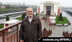 Віктар Андрэеў на чыгуначным вакзале ў Воршы