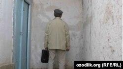 Перформанс «Тупик» знаменитого узбекского художника Вячеслава Охунова.