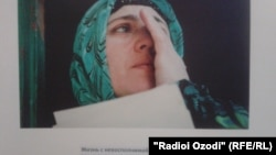 2013 год. Фото из выставки по освещению проблем пыток в Таджикистане