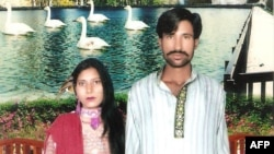 Shahzad Masih (right) and Shama Bibi were beaten and then set on fire by an angry mob at a brick kiln in Punjab Province in 2014.