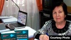 Бейє Ільясова на презентації своєї книги у Сімферополі, приблизно 2010 рік