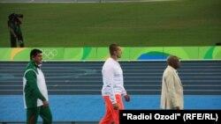 Дилшод Назаров медали тиллоро ба гардан овехт