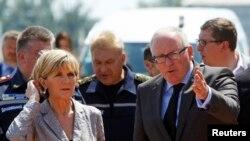 Ministrja e jashtme australiane Julie Bishop dhe ministri i jashtëm holandez Frans Timmermans gjatë qëndrimit në qytetin Harkov