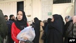 شماری از شهروندان فلسطینی در منطقه مرزی رفح