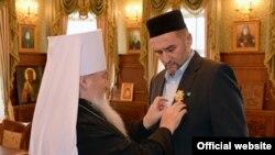 Илдус Фәизгә чиркәү ордены тагалар