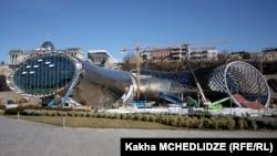 შეჩერებული მშენებლობა რიყის პარკში