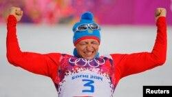 Александр Легков - победитель лыжного марафона на Играх в Сочи