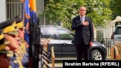 Premijer Kosova Avdulah Hoti prilikom preuzimanja dužnosti 4. juna 2020.