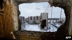 Пошкоджені обстрілами будинки в Донецьку, 1 грудня 2014 року