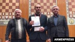 Серж Саргсян (справа)